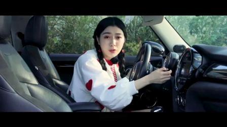 """可能是最独一无二的操控利器,公路变赛道享受卡丁车的驾驶乐趣,minicoopers可能是最""""男性""""的""""女性""""车"""