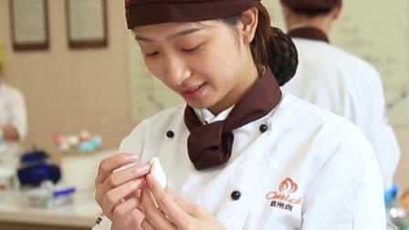 漂亮小姐姐教你做翻糖花/苏州欧米奇西点西餐学院翻糖课程实拍