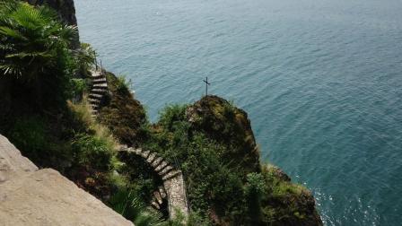 意大利 悬崖上的古老女修道院