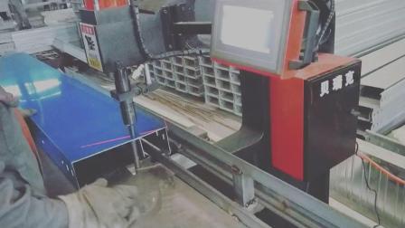 贝瑞克机械桥架无铆钉铆接机