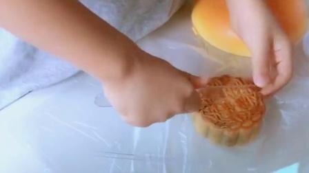 这月饼被切的不像样了!