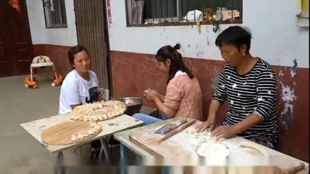 农村婆婆待见香菇味,儿媳包个香菇馅饺子,婆婆心里乐开花搞笑视频