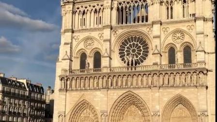 法国·巴黎圣母院位于市中心,建于1163