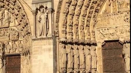 法国·巴黎圣母院由三个门洞组成,当中叫%