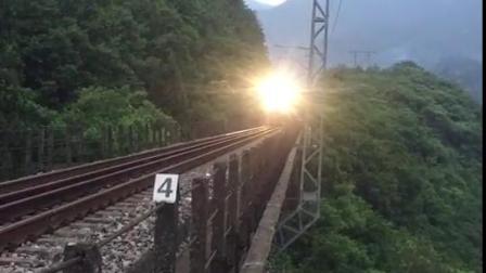 大灯亮起来,火车开起来,鸟儿叫起来