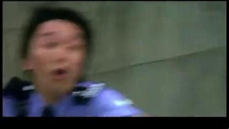 我在《玻璃樽》周星驰给成龙客串的片段, 被警犬折磨够呛截取了一段小视频