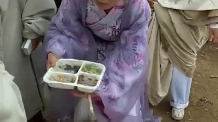公子和千金小姐也要吃盒饭