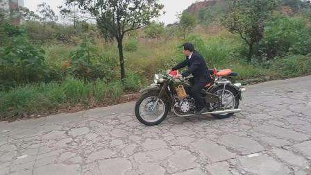 老长江750摩托车倒档展示