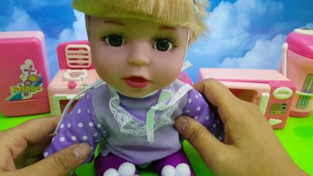 芭比娃娃爱劳动自己动手做早餐做家务