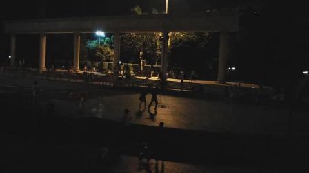 杏坛广场晚上跳舞