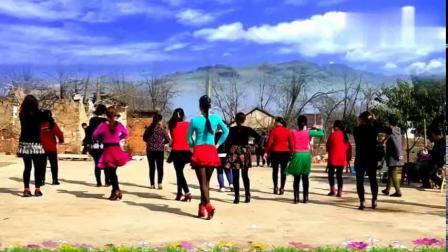 农村大妈初次学跳《山里妹子进城去》广场舞,为大妈们点赞