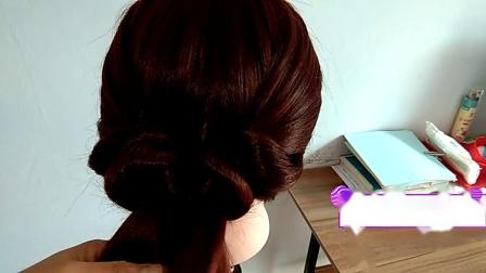 中年女人头发长别披着,这款发型更适合你,优雅有女人味