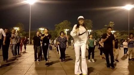 凤凰香香广场舞《寂寞的人伤心的歌》经典老舞
