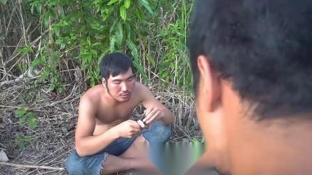 【东南亚猎奇】打野小哥基友被蛇咬了,于是他