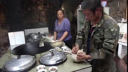 农村四哥:王四村里10多年老厨师亲自指点如何制