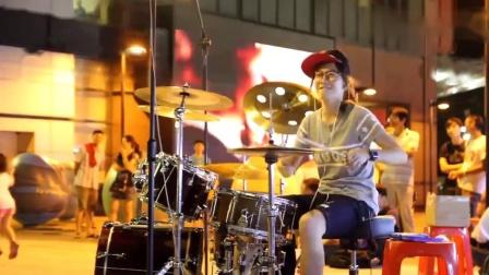罗小白街头架子鼓演绎日本动画《樱桃小丸子》主题曲
