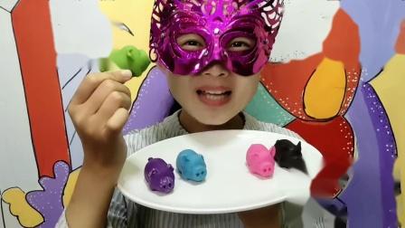"""妹子试吃""""小猪巧克力"""",圆圆的鼻孔大大的耳朵好萌呀,不忍下口"""
