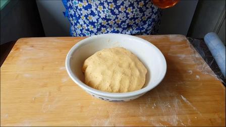 南瓜芝麻球的家常做法,外酥里软,好吃不粘牙,凉了也不会硬