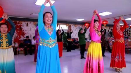 2018年11月20日吉林新疆舞世纪东方舞校师生欢聚在江北大院