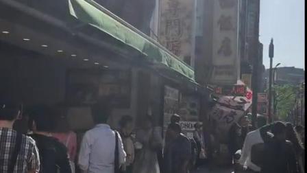 日本人排这么长的队就为了吃中国的小笼包