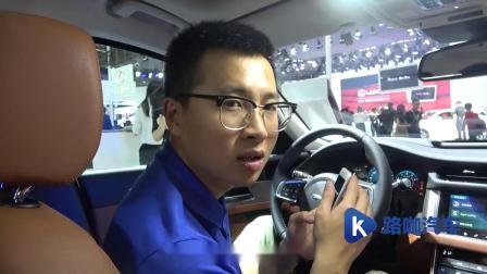 广州车展小博现场测试奔驰E级、宝马5系等多款豪华品牌中大型车型的隔音降噪与中控屏幕响应速度真实水平。