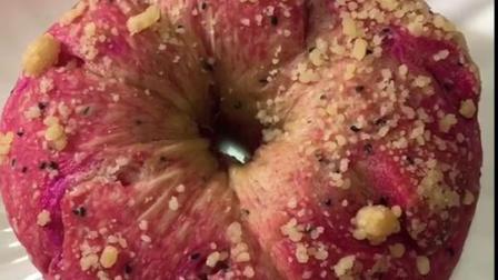 看似苹果的火龙果面包