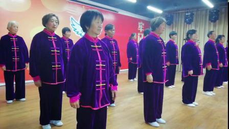健桥老年大学武术二班 第一、二组表演 八式太极拳 教练:胡秀