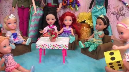 芭比娃娃玩具:派对的最后时刻安娜维拉开始拆生日礼物了,很期待