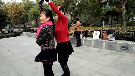笨和美女翠翠共舞冬冬水兵舞二套video_20181126_104809