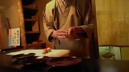 观看日式传统甜点糕点的制作