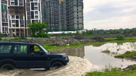 印度的塔塔汽车到底有多牛?水里开一圈就知道了!
