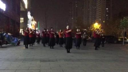广场舞《青藏女孩》表演:临沂舞出美丽舞蹈队