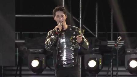 许魏洲获得亚洲音乐盛典最受欢迎男歌手大奖,厉害了!