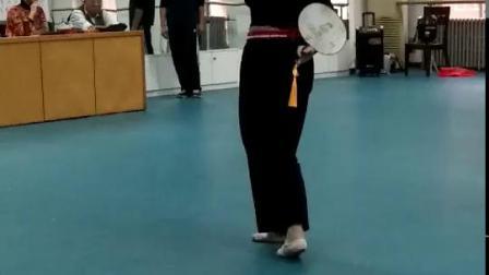龙宝玲老师教授黄梅戏《到底人间欢乐多》身段表演