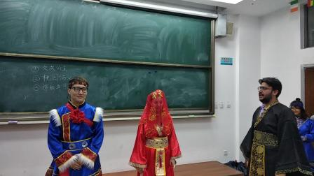 留学生在中国历史剧中的表演嫦娥奔月Chang'E Flying to the Moon