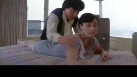 成龙见了利智感叹道:现在的护士小姐穿得这么性感啊,笑逗了