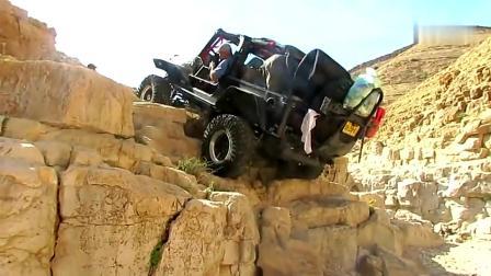 国外牛人驾驶越野车挑战岩石台阶,看看如何通