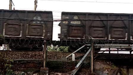 HXD1C0851-货列通过交汇HXD1C-旅游专列通过 经典大绿皮 25B南局昌段