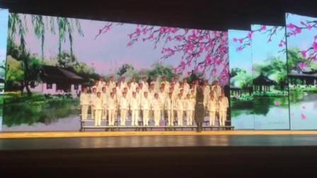 """兰州铁路局""""七彩人生""""合唱团在演唱混声合唱《再别康桥》。"""