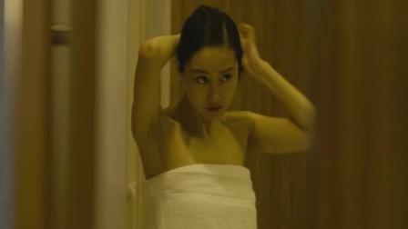 当女人沉睡时:韩国妹子回家洗澡,不料床下有人