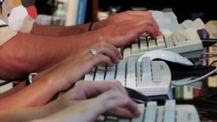 3059072_键盘输入打字老式电脑白领