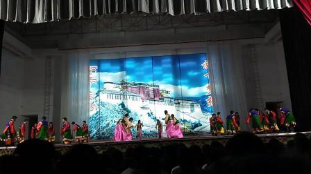 扎囊县中学7(2)班欢乐扎西秀