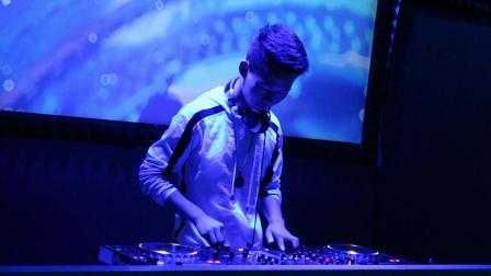 苏华艺术培训学校周六模拟表演小马丁现场DJ打碟