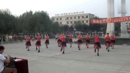 河南获嘉县红叶舞蹈队广场舞三月里的小雨串烧