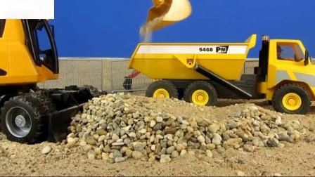 挖掘机在工地兄弟玩具儿童玩具