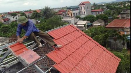 钢结构房屋瓦片安装,不注意还以为是水泥建筑,真是让人大开眼界