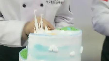 郑州艾朵堡西点培训学生做蛋糕