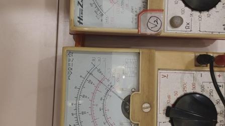 伏伏法测电阻(器材:两个多用表)