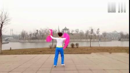 扇子舞广场舞《红红的中国》背面演示,扇子舞扭起来