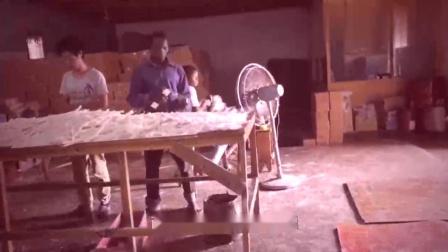 非洲电力不足,中国人去开厂做蜡烛生意,看看